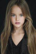 俄罗斯9岁女模被赞世界第一美少女